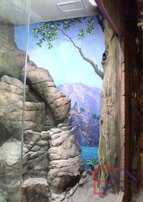 Роспись стены в контактном зоопарке в Москве