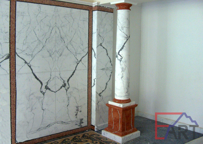 Имитация мрамора на стене и колонне