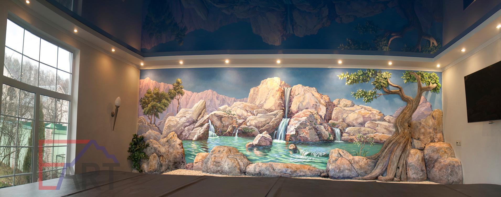 Настенная роспись: пейзаж с водопадом и скалами и барельеф в виде камней и дерева в спа-комнате. Московская область.